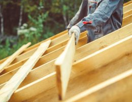 the-worker-is-building-the-roof-cm