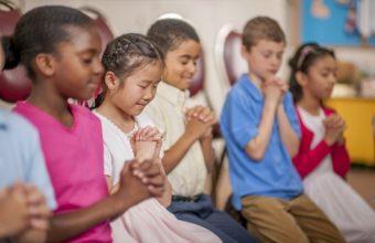 Children-Praying-Together-cm