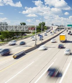 Moderate-traffic-on-the-highway,-USA-cm