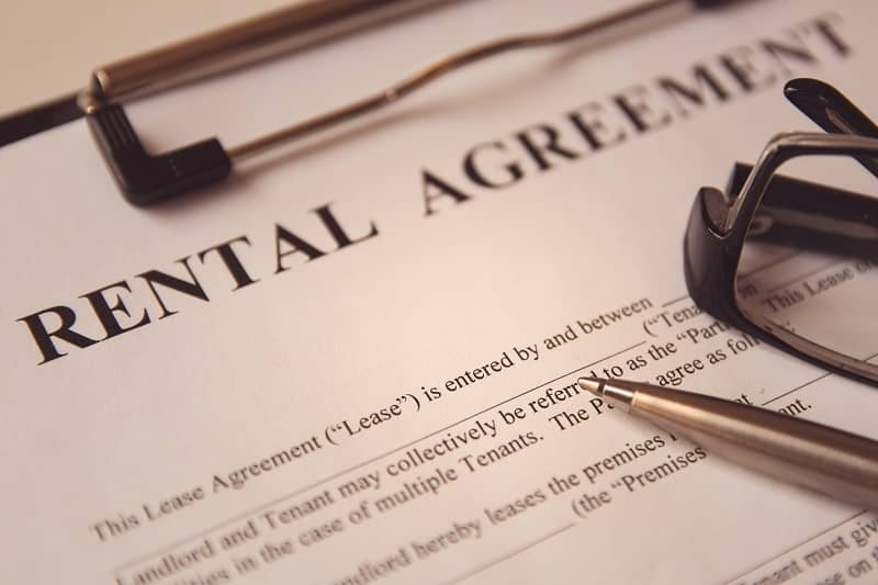 Business legal document concept - Pen and glasses on a rental agreement form-cm